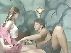 Nice young coulpe enjoy sex