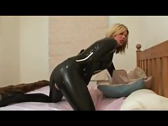 Woman Fucks in Latex  woman in Latexcatsuit got her cum