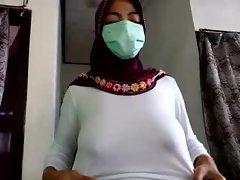 Wanita Berjilbab
