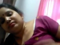 INDIAN AUNTY BLOWJOB TO LOVER